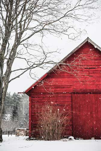 Red-barn-on-a-snowy-day